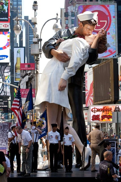 Unconditional-Surrender-Seward-Johnson-The-Kiss-VJ-Day-Times-Square-NYC